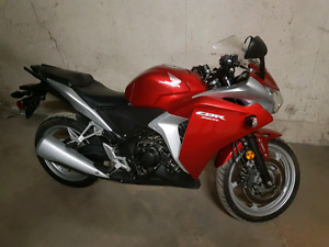 2012 Honda cbr 250 with ABS. Low Low kms!