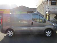 Renault Trafic 2.0dCi SWB panel van with sat nav and F/S/H one owner NO VAT (22)