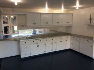 AWESOME HEATED GARAGE & UTIL'S INC..GORGEOUS RENO'D 2 BDRM