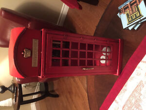 Beautiful telephone booth decor item.  Place on floor or table.