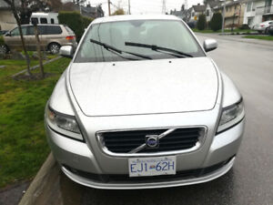2009 Volvo S40 ........ good on gas ...... ONLY 44000 kilometres