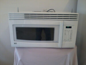 NEW PRICE - LG over the counter 1000W Microwave