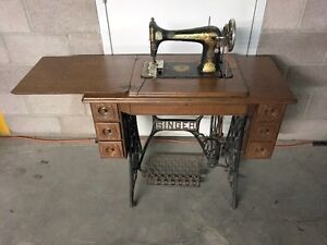 1926 Treddle Singer Sewing Machine in oak cabinet  **MUST SELL**