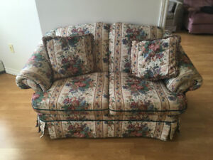 Floral Couch- in great used condition.