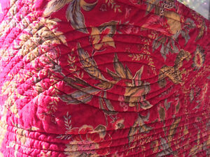 Quilted Queen Reversible Bedspread and Shams Peterborough Peterborough Area image 2