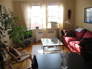 LARGE, BRIGHT 4 ½ in NDG - $885/mth Heat incl.!