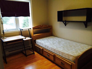 Looking for girl Roomie (Room on Torbay Road)