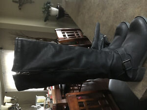BRAND NEW Woman's Boots