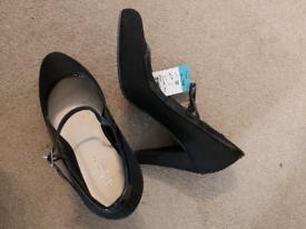 Matalan Court heels size 5