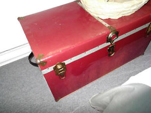 Ancienne valise rouge