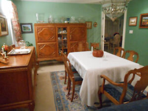 GORGEOUS DANISH ANTIQUE OAK 12 PIECE DINING ROOM SET