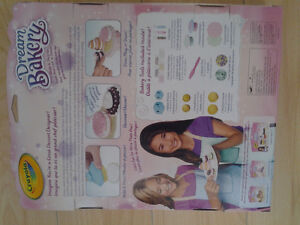 Crayola Dream Bakery with Model Magic Playset, Petite Treats NEW North Shore Greater Vancouver Area image 3