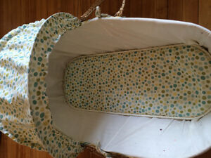 Bassinet baby basket with bug net Kingston Kingston Area image 1