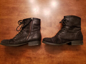 Ladies Aldo lace-up boots
