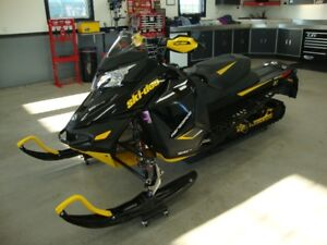 FOR SALE:  2014 SKI DOO RENEGADE SNOWMOBILE IN NEW CONDITION