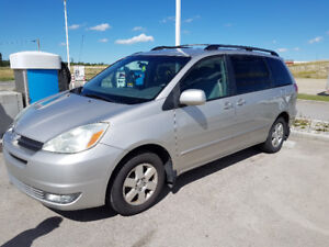 TOYOTA SIENNA 2004 LE W/NEW ALL SEASON TYRES
