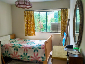 Bright Clean Furnished Room 140/80 - 15 mins by bus to SFU