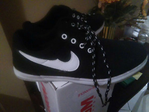 Selling sneakers  theyre not nike sneakers