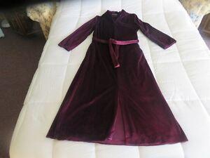 Womans House Coat (Never Worn) & Pant Suit Windsor Region Ontario image 1