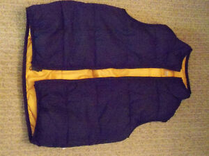 Fully reversible puffy vest