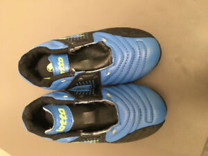 Soccer Cleats - Size 9t
