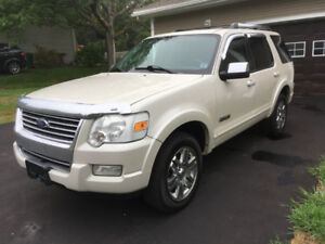 Ford Explorer Limited 4x4  7 pass