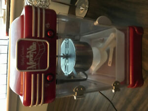 Popcorn maker, Retro theatre style. like new $50.00