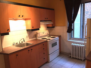 4 1/2 NDG, Large Sunny, Excellent Location! 2-3 bedrooms! URGENT