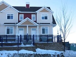 IMMACULATE SUMMERSIDE TOWNHOUSE - MUST SELL!!!