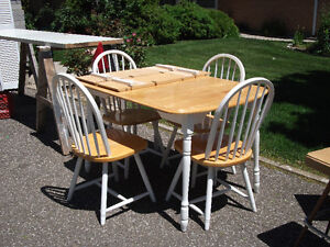 Wood Table w/ 2 leaves & 4 chairs