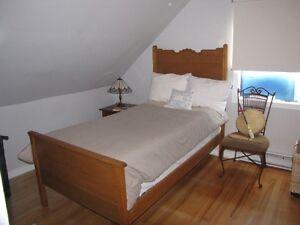 Mobilier antique chambre à coucher (lit, commode et bureau)