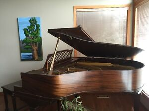Baby grand piano - 5 ft - Schumann