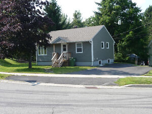 4 (+1) bedroom house, minutes from UNB & STU (avail June 2017)