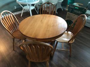 Table, chaises et buffet en bois (merisier)
