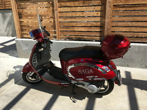 $1900 - LIKE NEW - Low Km - Red Saga Quest 150cc Scooter