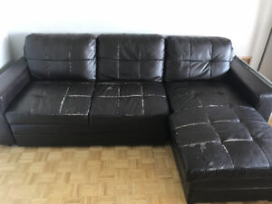 Brown leather couch/pull out
