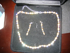 """17"""" Necklace extendable to 20"""" and Earrings"""