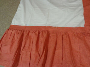 BED SKIRT  QUEEN (MOVING SALE)