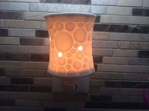 Scentsy nightlight and scents
