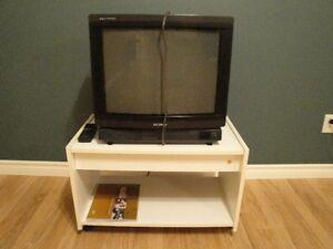 Télévision 24 pouces en excellent état.