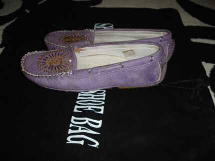 Lavender faux suede moccassins - size 36 Bar Beach Newcastle Area Preview