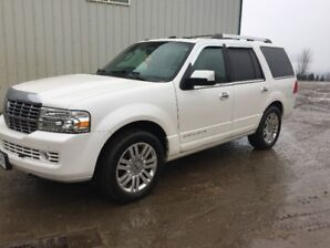 2011 Lincoln Navigator in mint condition