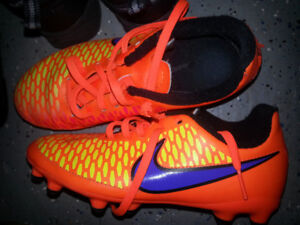 Girls /ladies nike /addidas soccer shoes or cleats