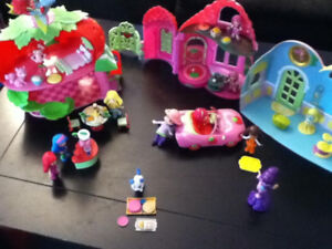 Strawberry Shortcake 3 house playset with several pieces
