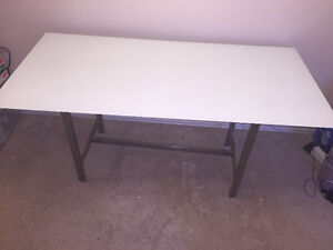 Dining Table for Sale - Excellent Condition