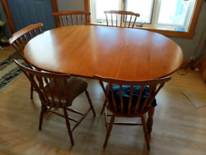 Dining Table & Chairs Set