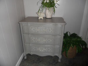 Lovely French Provincial Chest of Drawers   Location: Kincardine