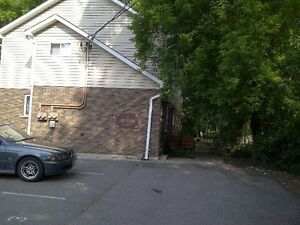 PRIVATE LIVING IN THE HEART OF ANCASTER VILLAGE