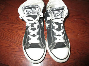 Converse youth size 2 shoes unisex