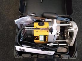 """DEWALT DW625EK-GB 2000W ½"""" ELECTRIC ROUTER 240V"""